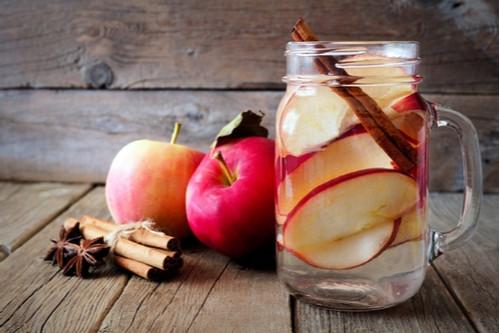 مشروبات الديتوكس - طريقة عمل مشروب ديتوكس التفاح والقرفة