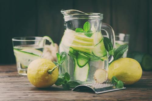 مشروبات الديتوكس - طريقة عمل مشروب ديتوكس الليمون والخيار