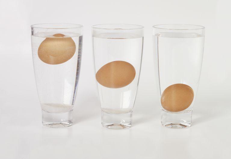 علامات فساد البيض - معرفة فساد البيض بالماء