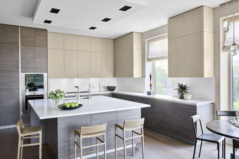 ألوان مطابخ الخشب - مطبج بيج ورمادي