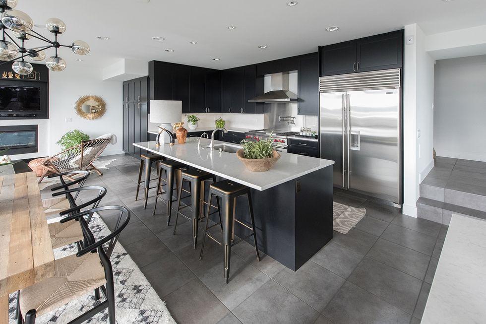 ألوان مطابخ الخشب - المطبخ الأسود