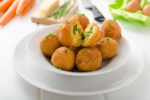 وصفات طعام للأطفال بعمر السنة - طريقة عمل كرات البطاطس بالدجاج