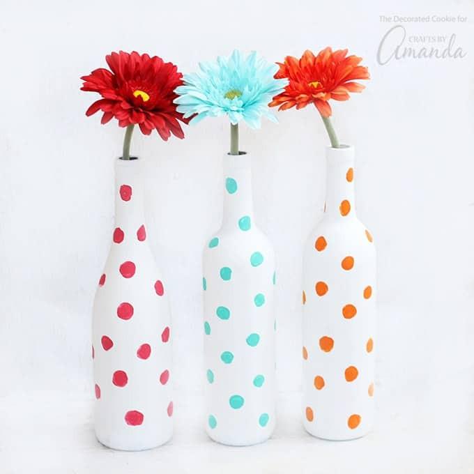 أشغال يدوية لتزيين المنزل - صنع فازات زهور من الزجاجات القديمة