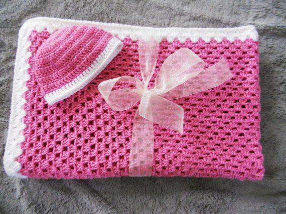 بطانية أطفال حديثي الولادة - طقم بطانية وطاقية للأطفال يدوية الصنع