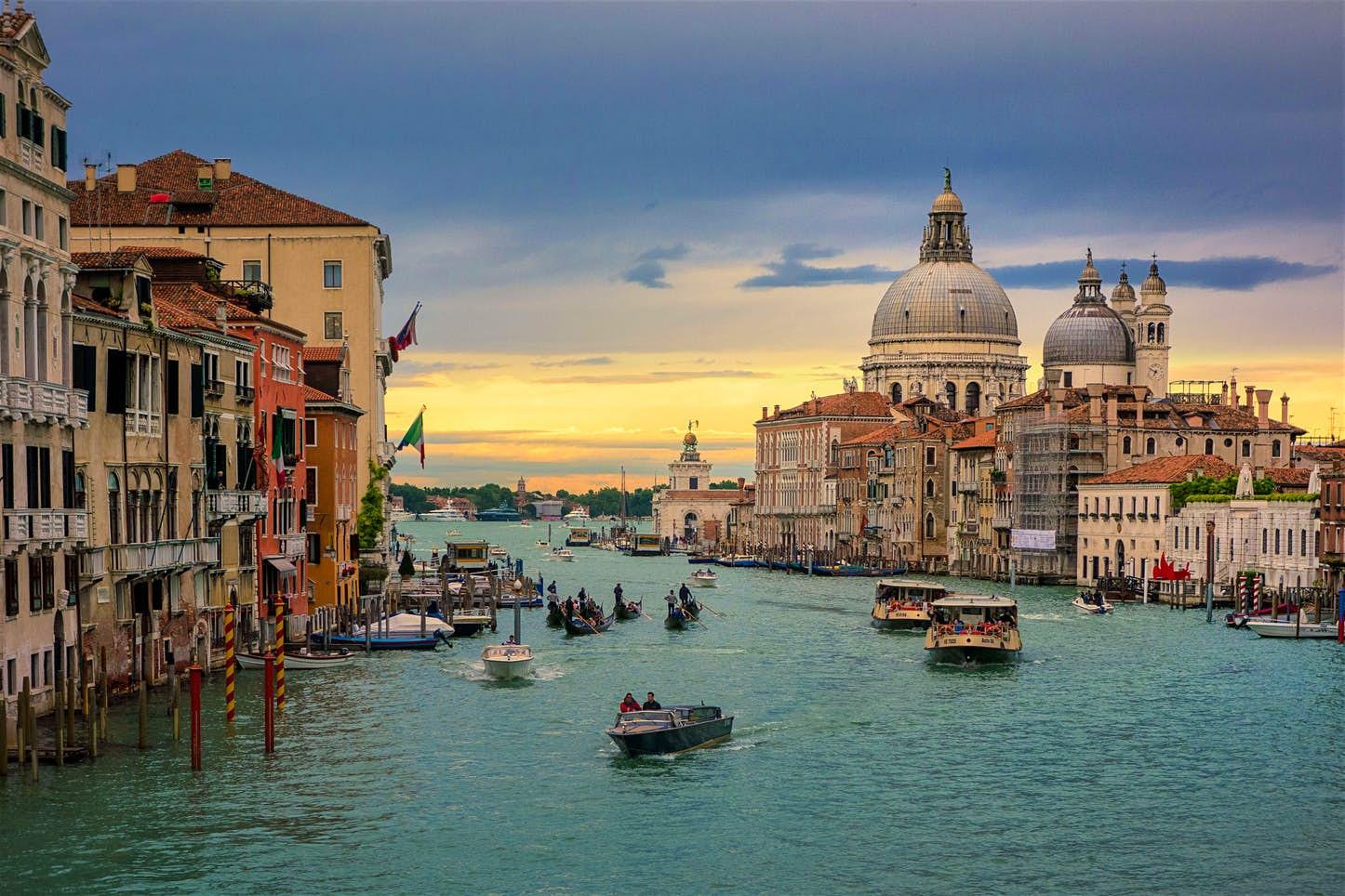 إيطالياأفضل بلد سياحي عائلي