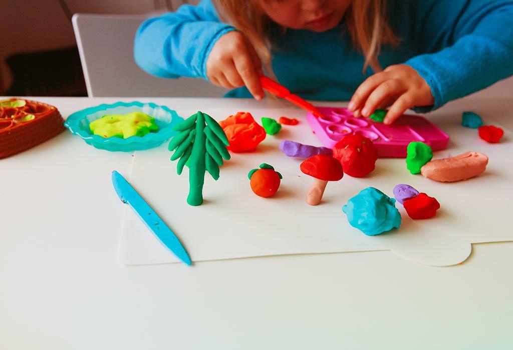 تنمية مهارات الطفل عمر سنتين - لعبة الصلصال