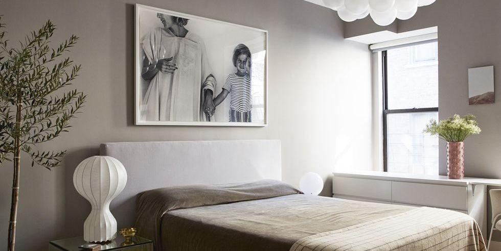 غرف نوم بدرجات الرمادي الفاتح