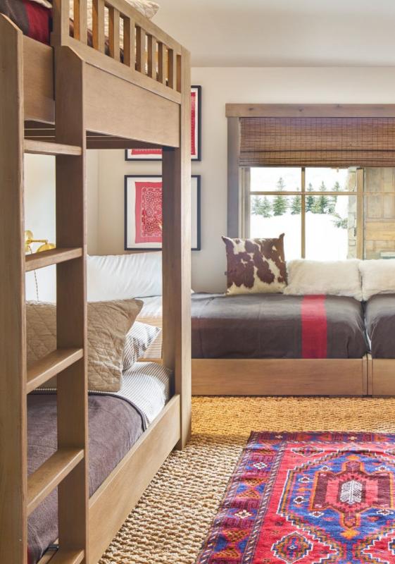 أشكال غرف نوم أطفال كلاسيك بسريرين- غرفة نوم أطفال مستوحاه من الريف الإنجليزي