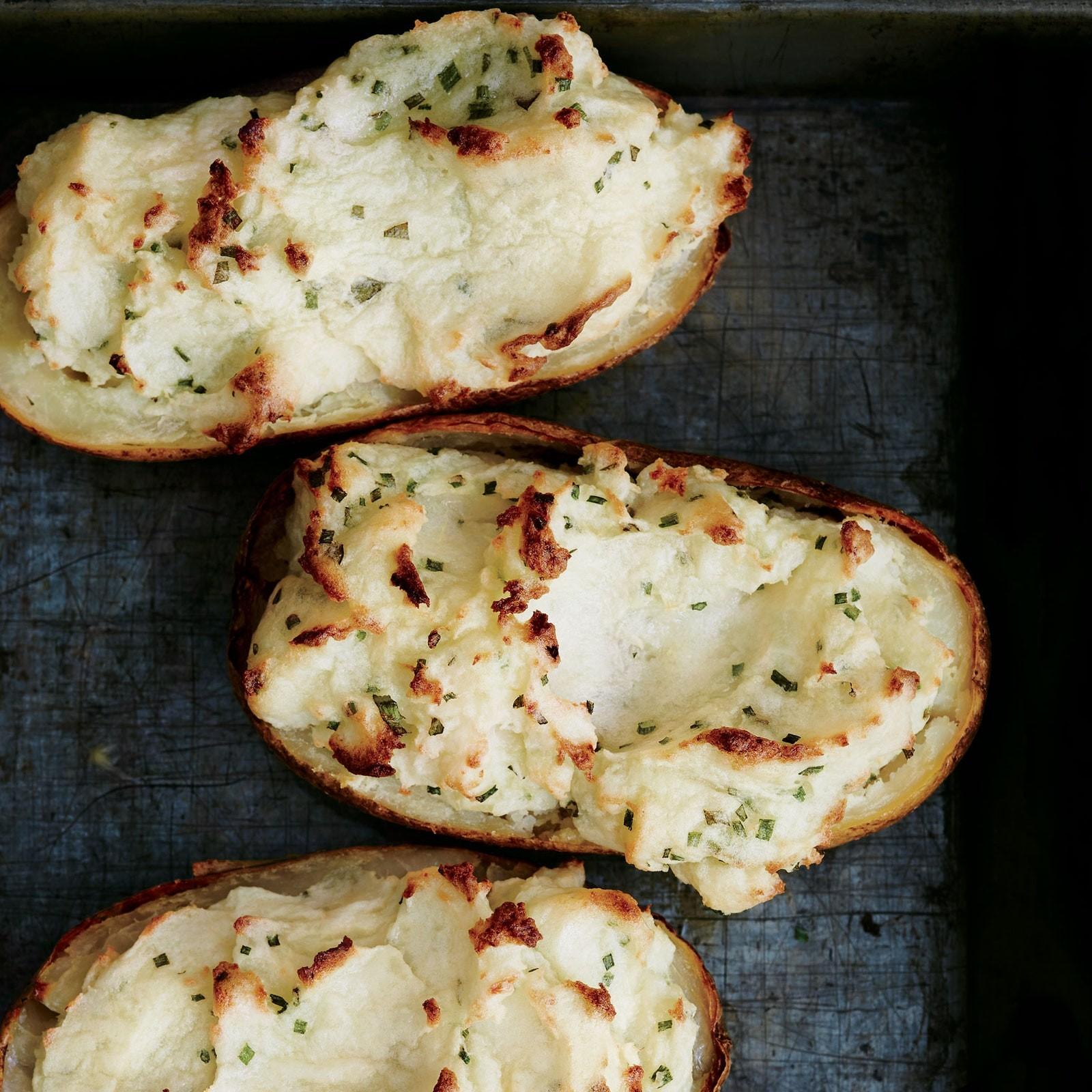 وصفات بالكريمة الحامضة- طريقة عمل قوارب البطاطس المخبوزة مع الكريمة الحامضة