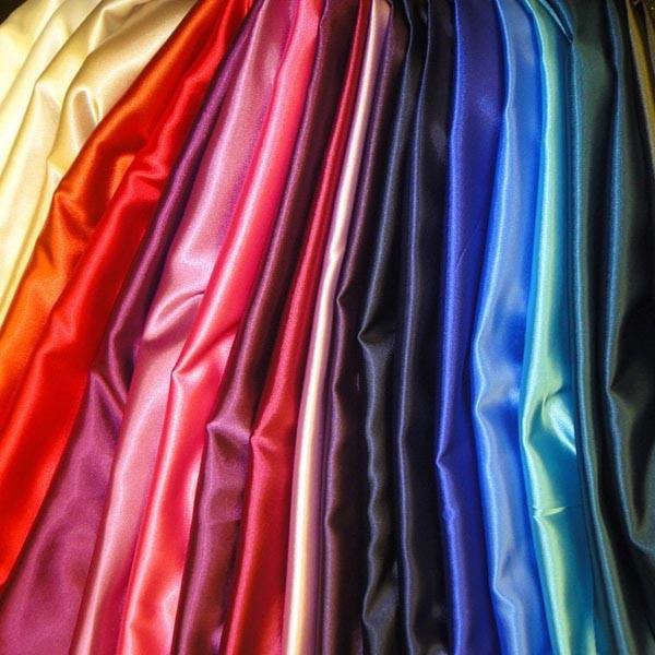 أنواع الأقمشة للفساتين السواريه - الستان