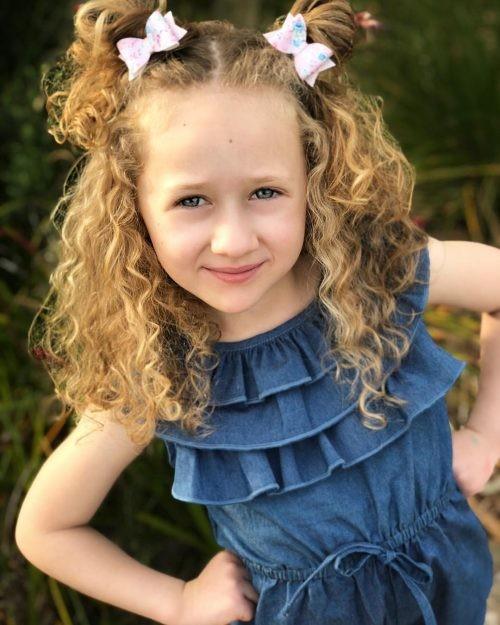 تسريحات للشعر الخشن للأطفال- تسريحة بسيطة للشعر المموج