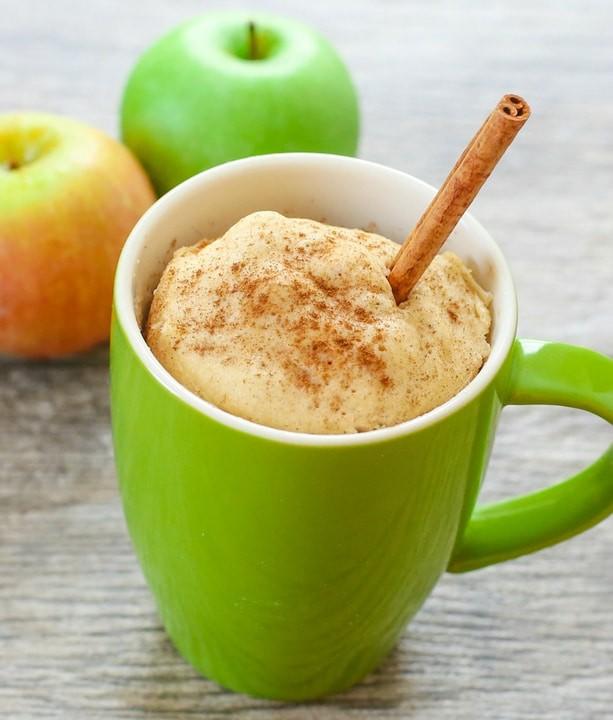 فوائد التفاح للأطفال- كيك التفاح في المج