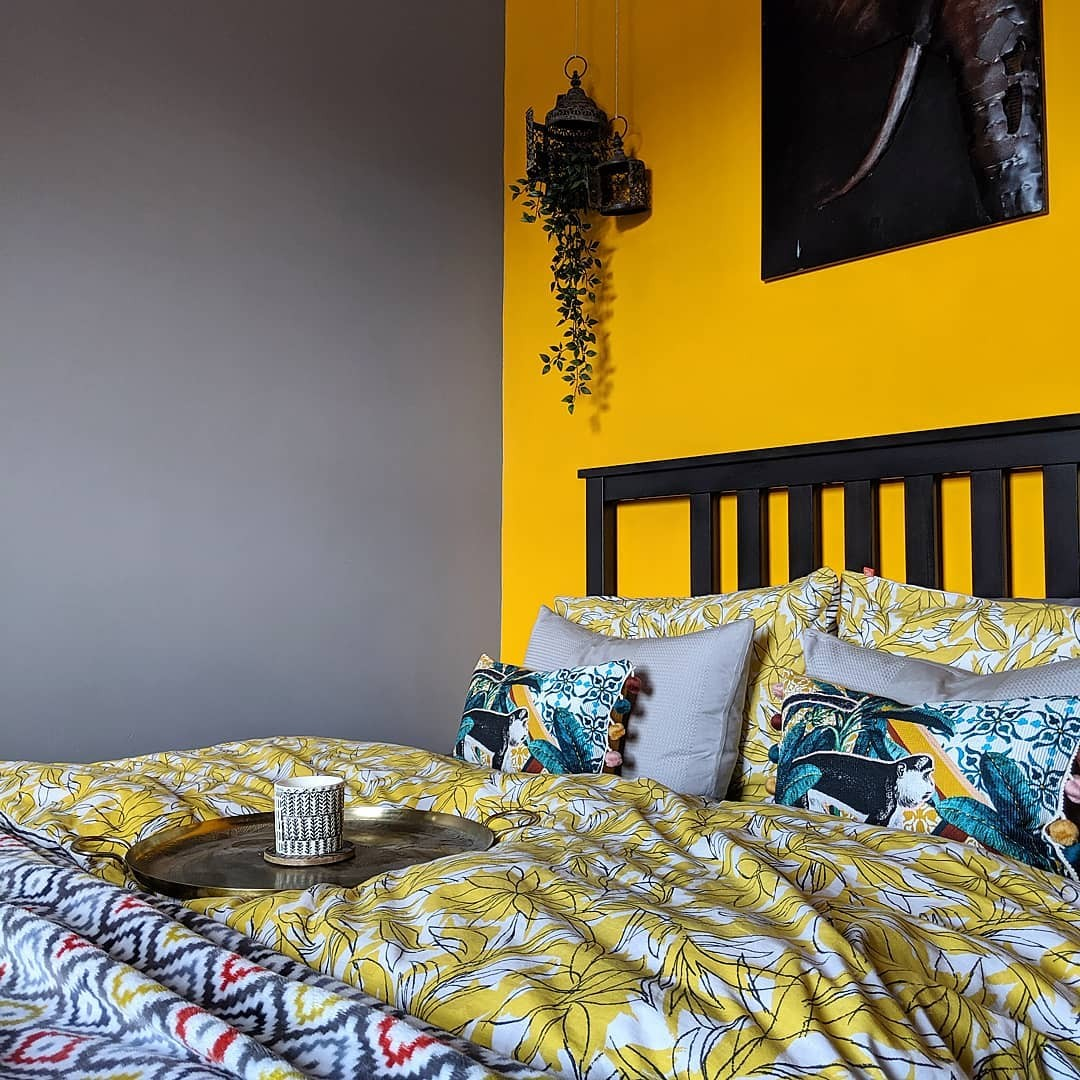 بالصور غرف نوم باللون الأصفر- حائط بالأصفر