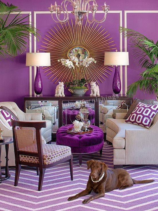 غرفة المعيشة باللون الموف- الموف الغني مع الرمادي