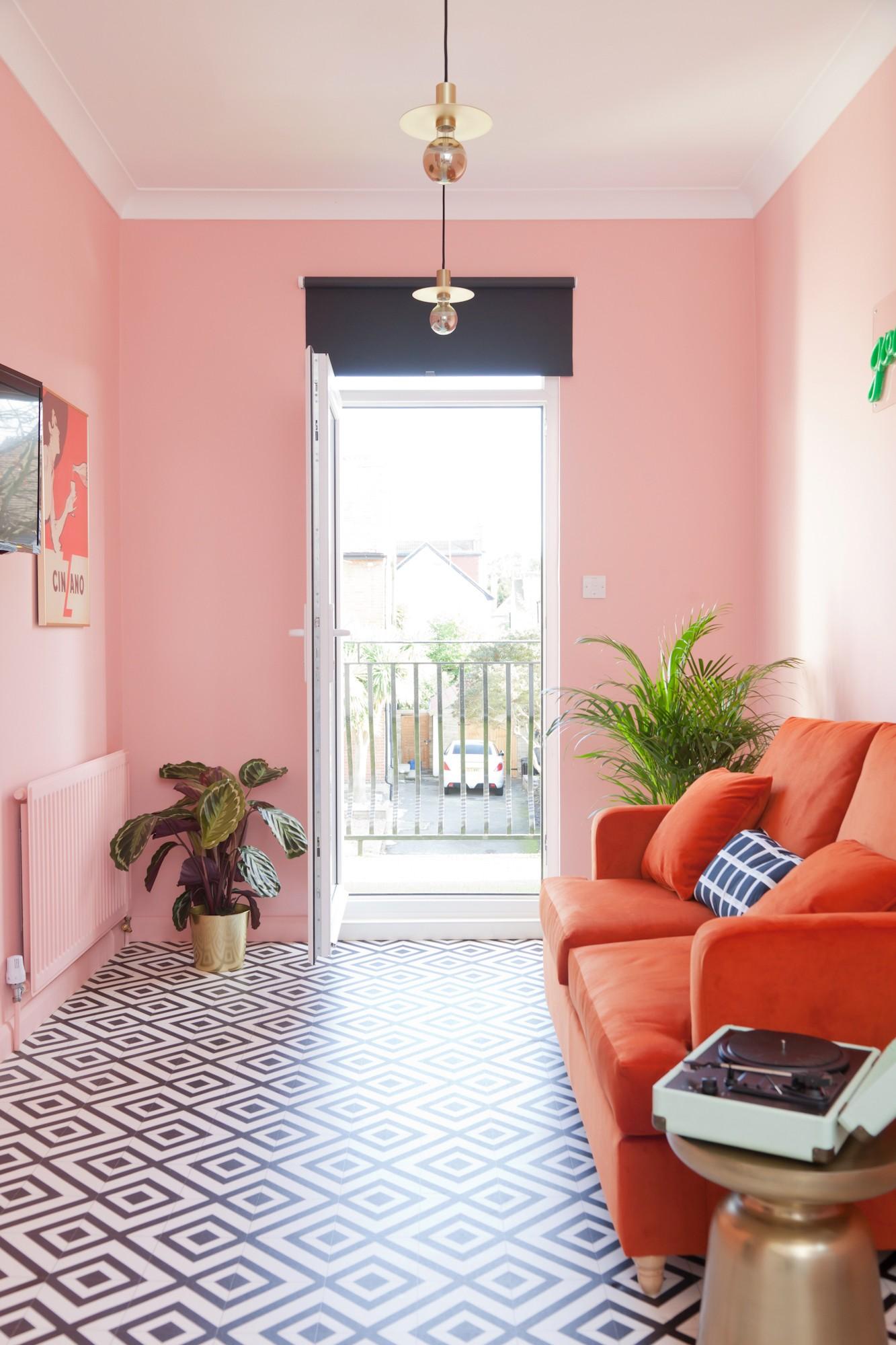 بالصور ديكور مدخل المنزل باللون الوردي- طلاء باللون الوردي