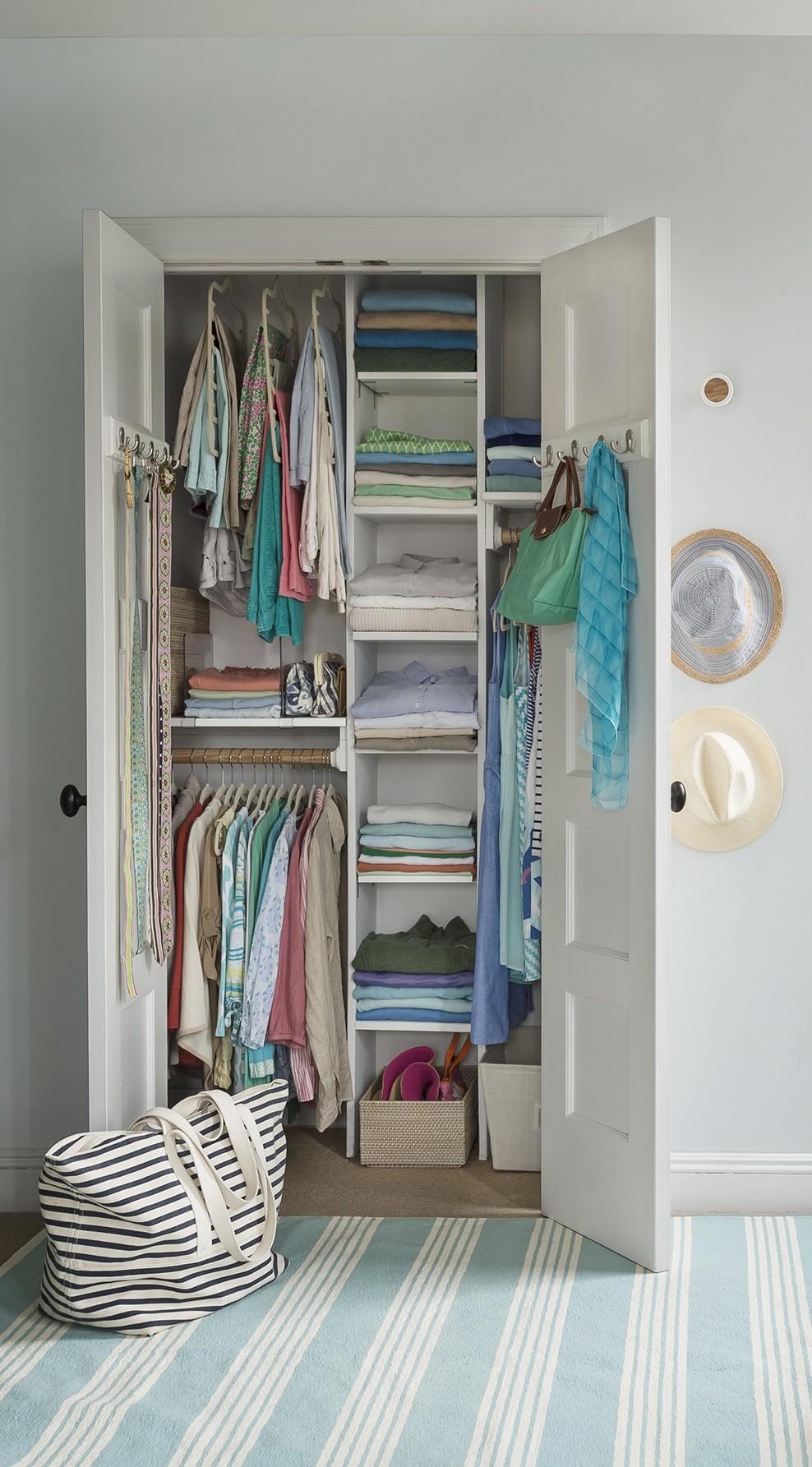 أفكار لتقسيم خزانة الملابس من الداخل- ترتيب الملابس حسب الأولويات