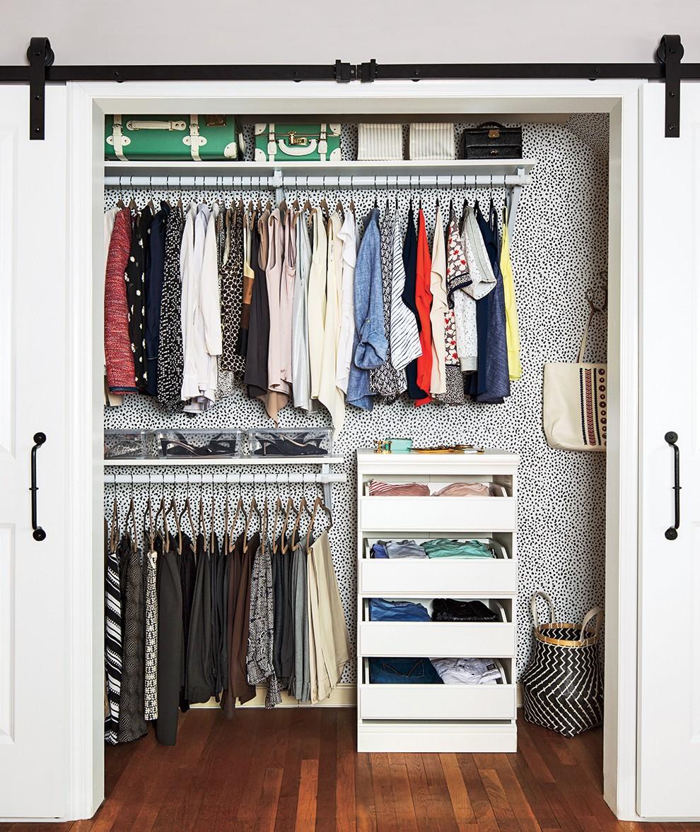 أفكار لتقسيم خزانة الملابس من الداخل- تقسيم الملابس المتشابهة معًا