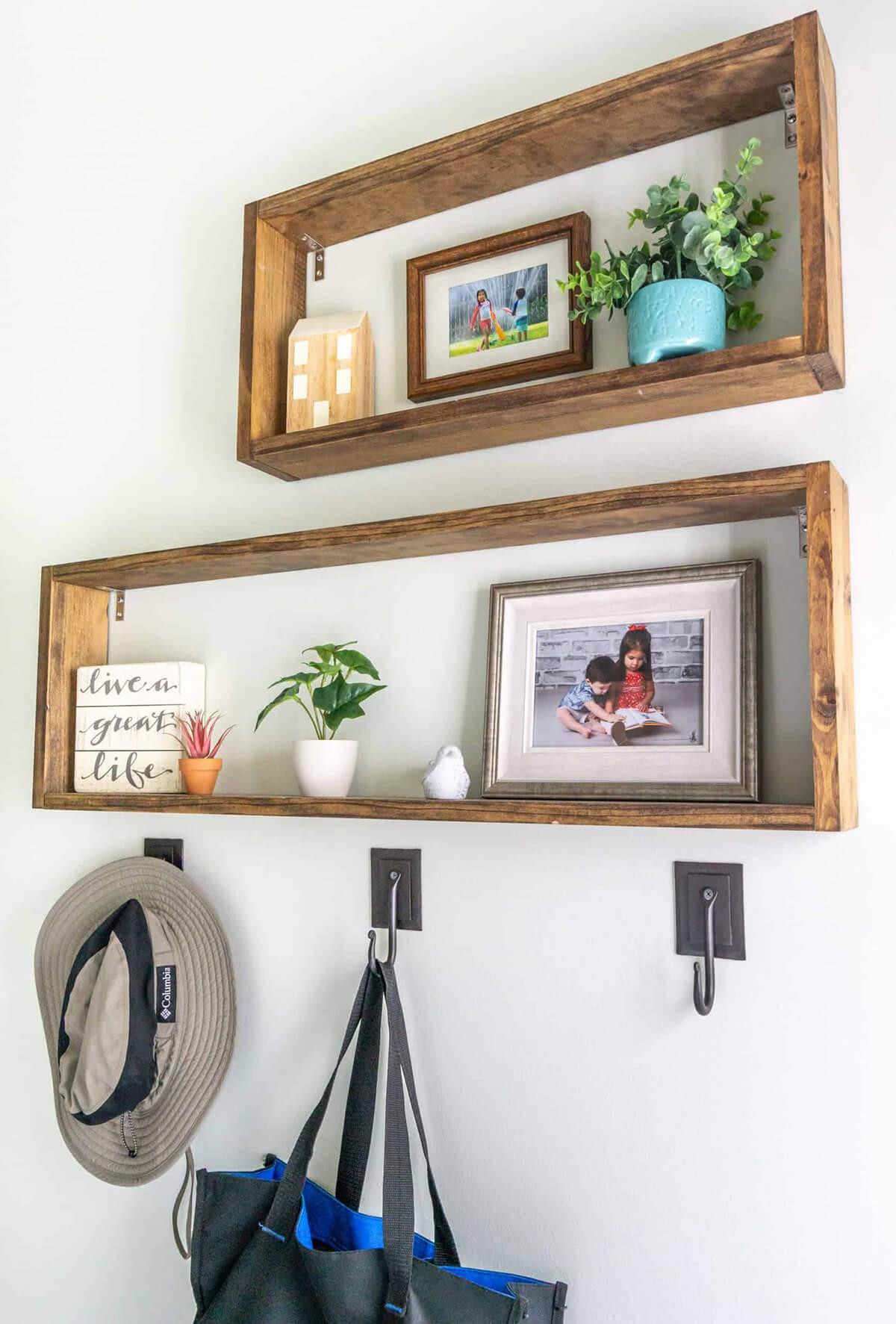 ديكورات خشب للمنزل- الأرفف الخشبية