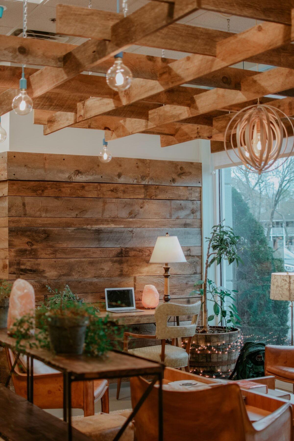 ديكورات خشب للمنزل- السقف الخشبي المعلق