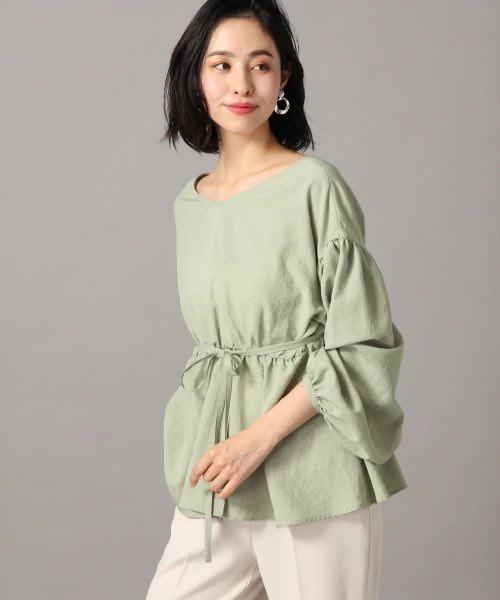 موضة ملابس الربيع 2021- البلوزة بالأكمام الواسعة