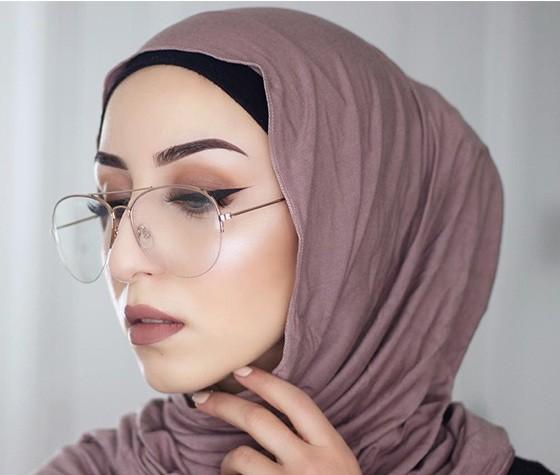 ملابس المحجبات في النهار- لفة حجاب مناسبة للنظارة