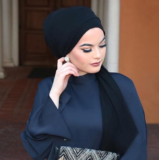 ملابس المحجبات في النهار- لفة الحجاب الخلفي