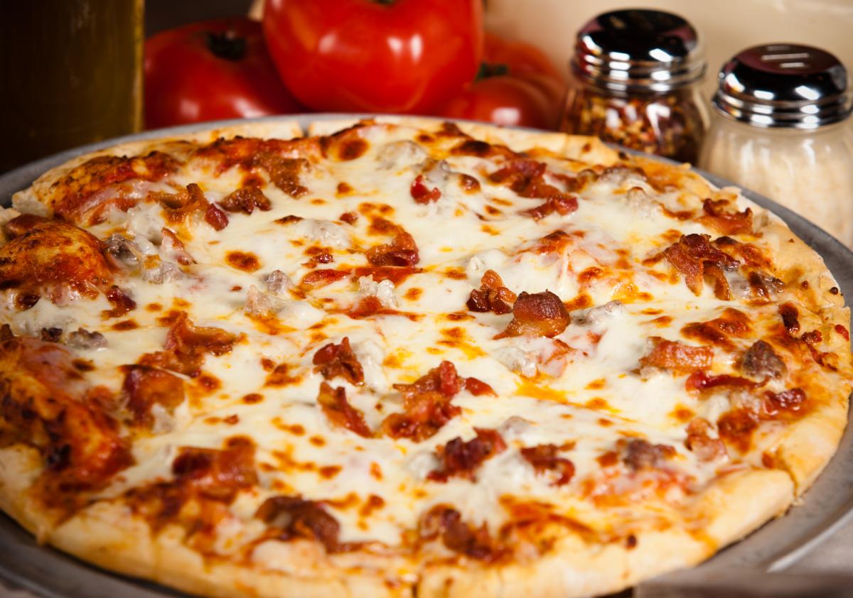 أشكال مختلفة للبيتزا بالصور - بيتزا لحوم