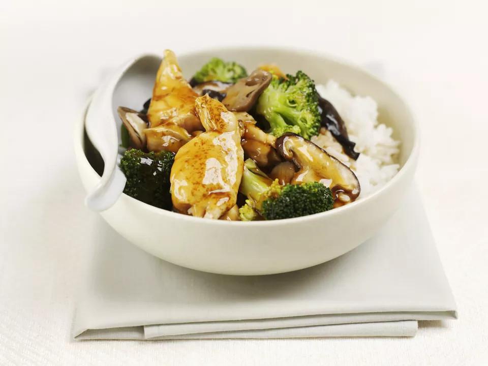 أكلات صينية سهلة وسريعة- طريقة عمل دجاج بصوص الصويا