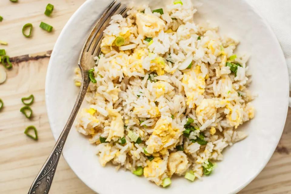 أكلات صينية سهلة وسريعة - طريقة عمل الأرز الصيني المحمر