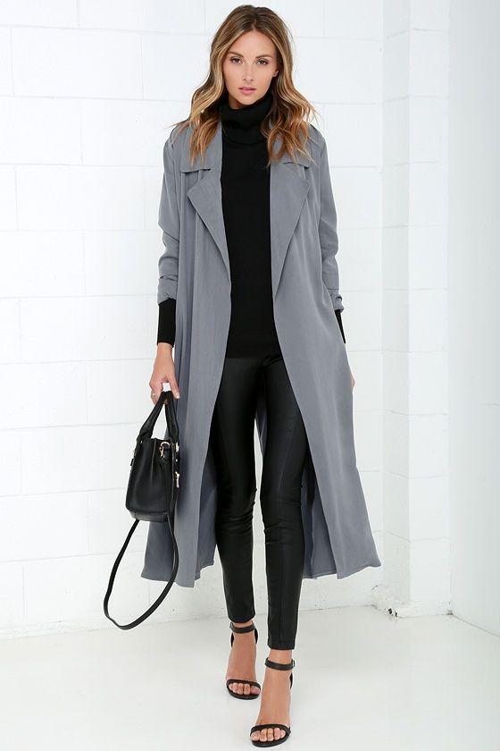 أفكار لتنسيق اللون الرمادي في الملابس - كارديجان رمادي وبنطلون أسود