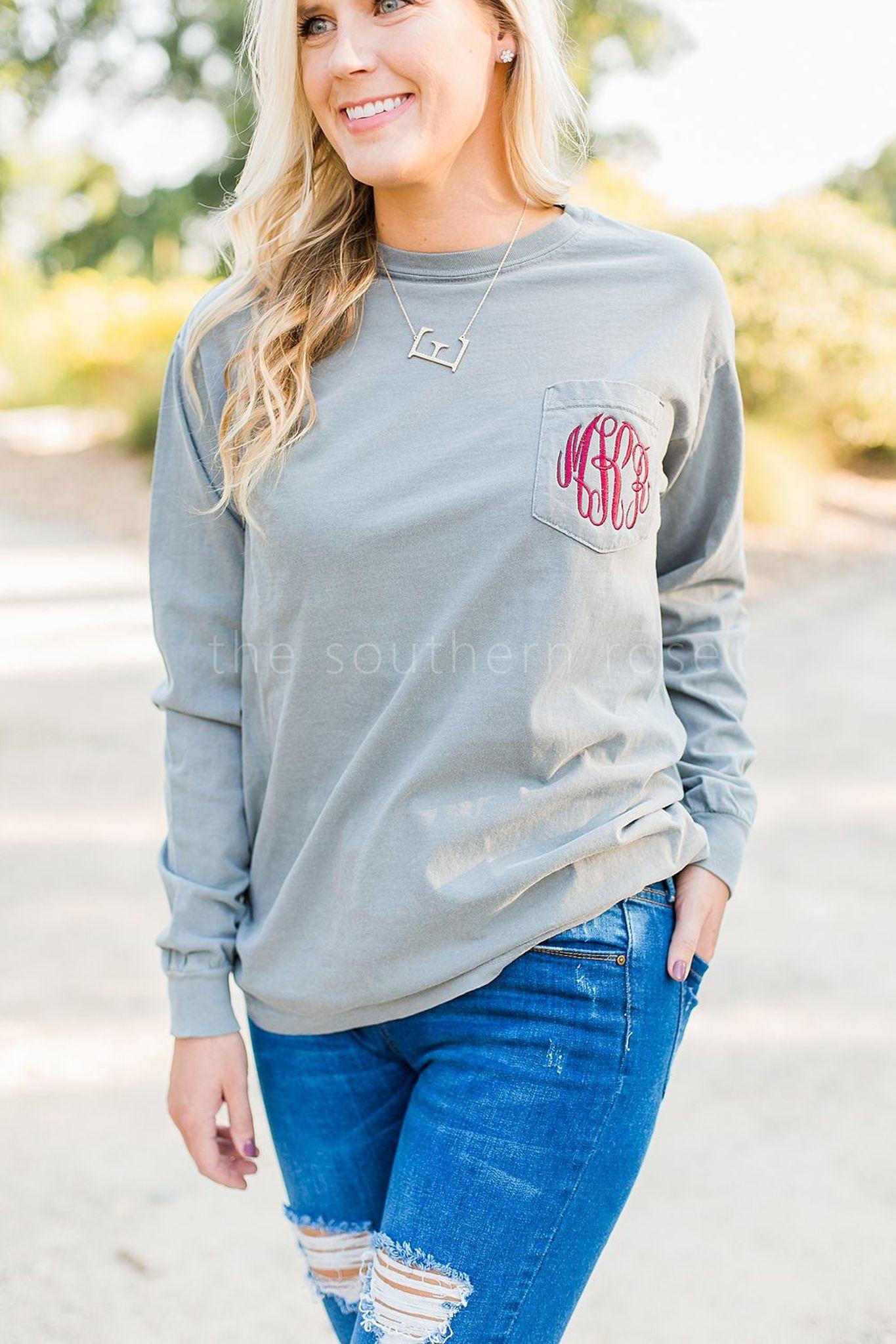 أفكار لتنسيق اللون الرمادي في الملابس - سويت شيرت رمادي مع جينز