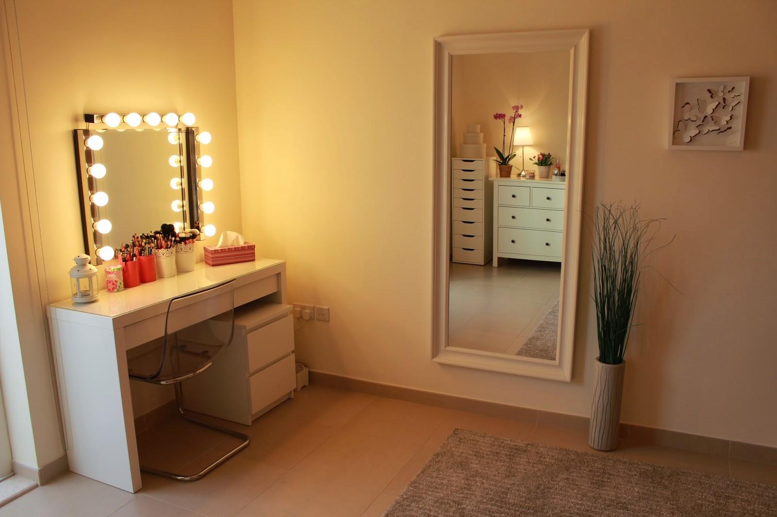 أشكال إضاءة غرف النوم - إضاءة التسريحة