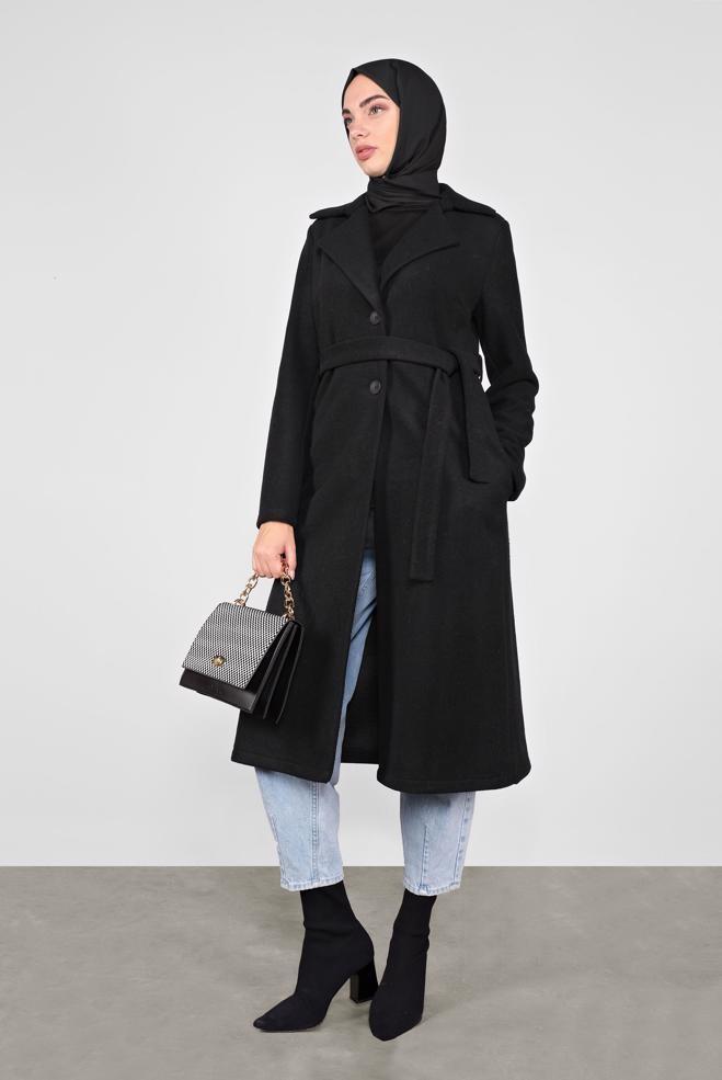 موضة شتاء 2021 للمحجبات-معطف شتوي مع جينز