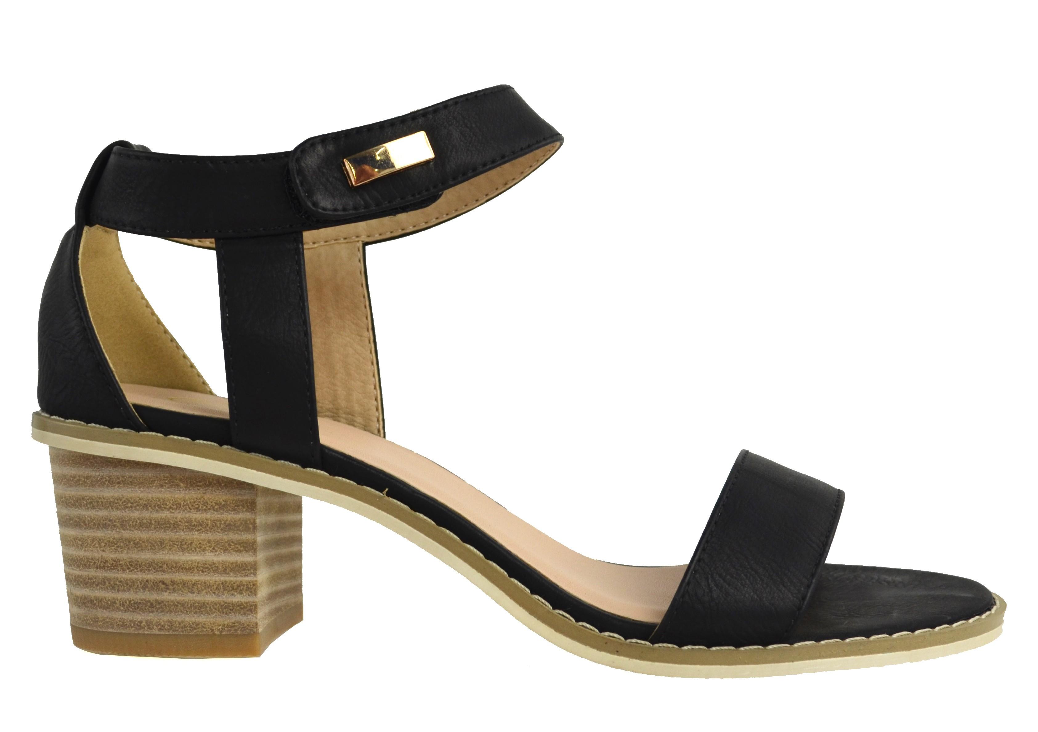 أنواع الأحذية النسائية-حذاء بكعب عريض