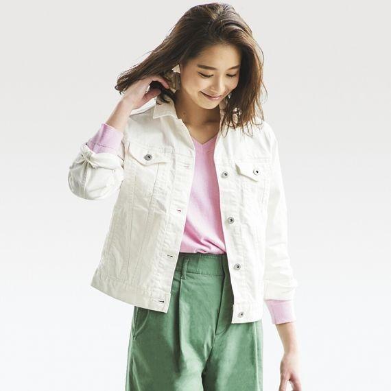طرق ارتداء الجاكت الأبيض-جاكيت أبيض وبنطلون أخضر