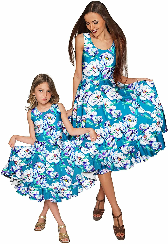 التصوير في عيد الأم-الأم والبنت بنفس الملابس