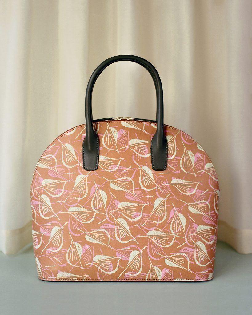 ملابس كلاسيك-حقيبة ملونة