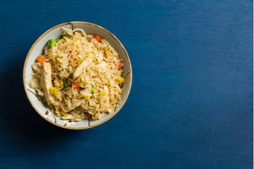 إعادة تدوير الأرز المطبوخ - طريقة عمل أرز بالدجاج والخضار