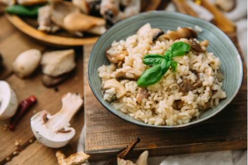 إعادة تدوير الأرز المطبوخ - طريقة عمل أرز بالبصل والمشروم