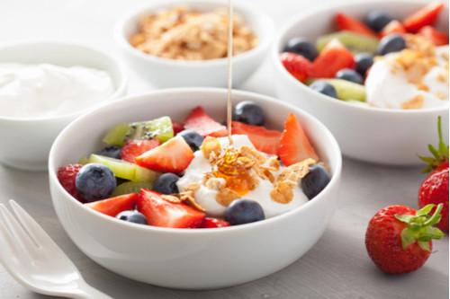أكلات دايت سهلة - طريقة عمل طبق الفواكه بالزبادي والشوفان