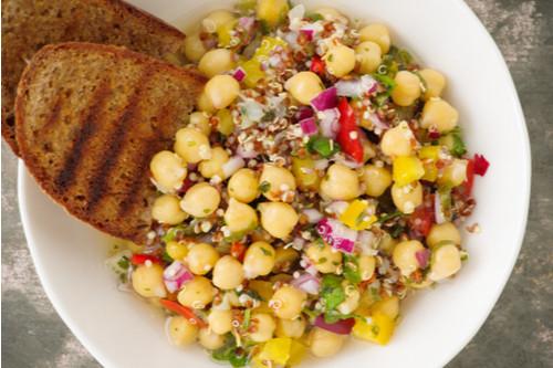 أكلات دايت سهلة - طريقة عمل سلطة الكينوا بالحمص والخضار