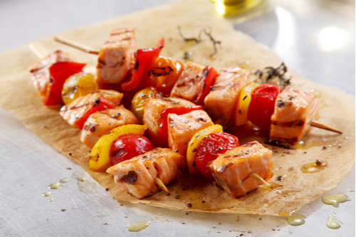 أكلات دايت سهلة - طريقة عمل كباب السمك المشوي