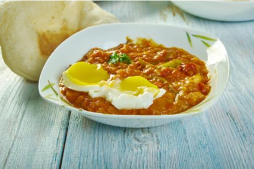 وصفات بيض للغداء - طريقة عمل العدس بالبيض المقلي