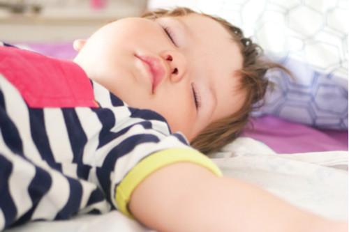 الوضعية الصحيحة لنوم الرضيع - نوم الرضيع على ظهره