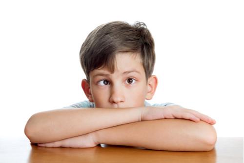 أمراض العيون عند الأطفال بالصور - انحراف العين البسيط عند الأطفال