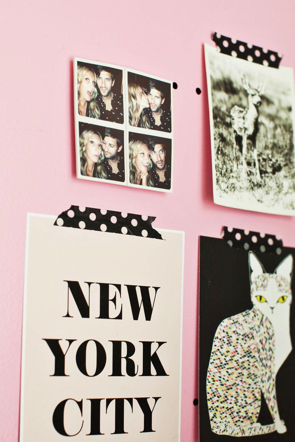 أفكار لتعليق الصور على الحائط - الشرائط اللاصقة الملونة