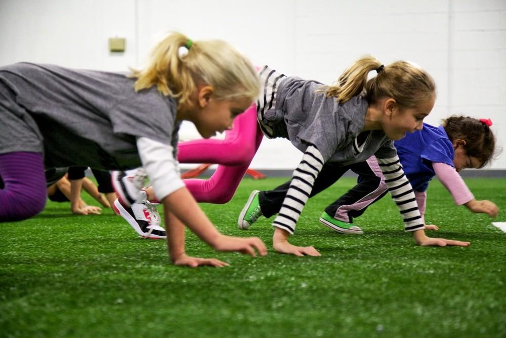رياضة للأطفال في المنزل - تمرين الزحف