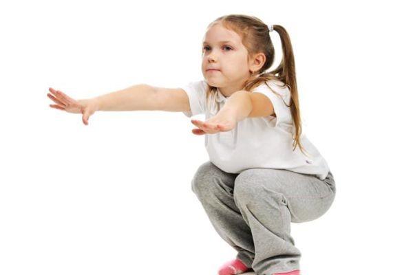 رياضة للأطفال في المنزل - تمرين القرفصاء للأطفال