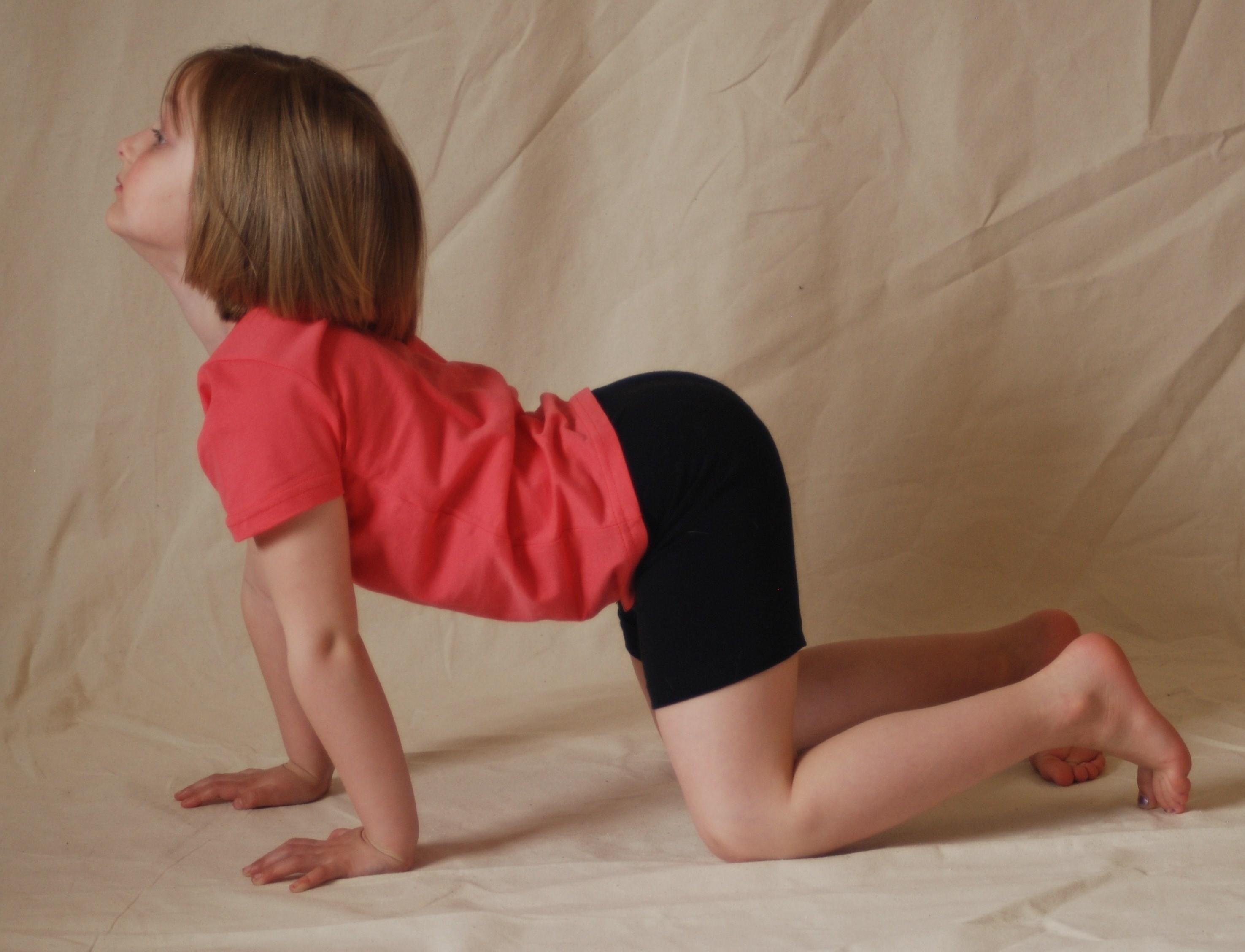 رياضة للأطفال في المنزل - تمرين اليوجا بوضعية Cat Cow