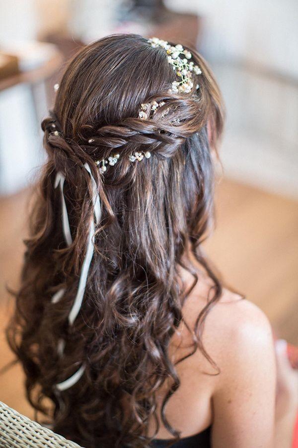 تسريحات شعر مع طوق ورد - تسريحة النصف رفعة مع الورود